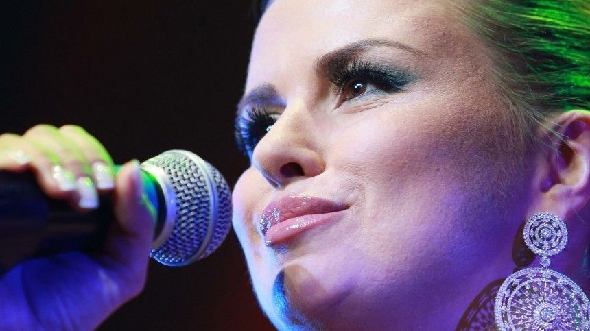 Анна Семенович раскрыла свой заработок в группе «Блестящие»