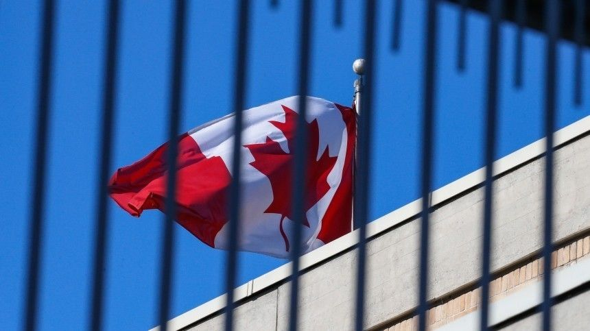 «Незаконно»: в Кремле ответили на введение Канадой санкций против россиян