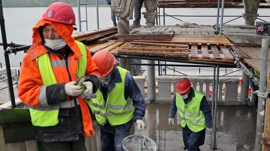 В Петербург вернутся гастарбайтеры: как работает упрощенная схема въезда для мигрантов?