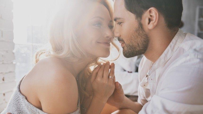 Как место знакомства влияет на длительность отношений? — ответ сексолога