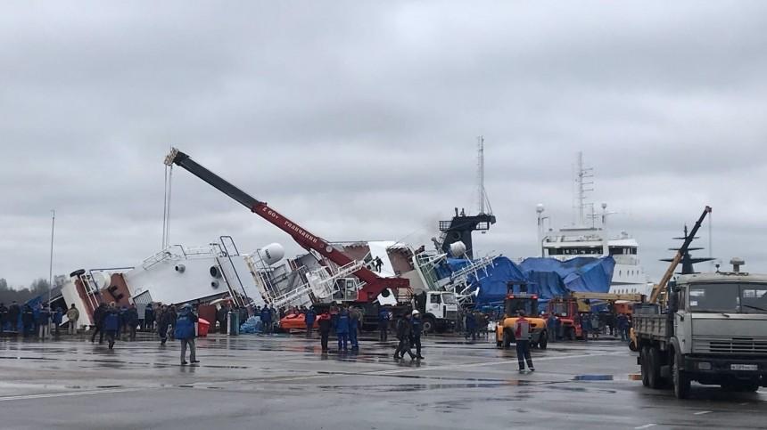 Видео эвакуации: На борту судна под Петербургом в момент ЧП находилось 80 человек
