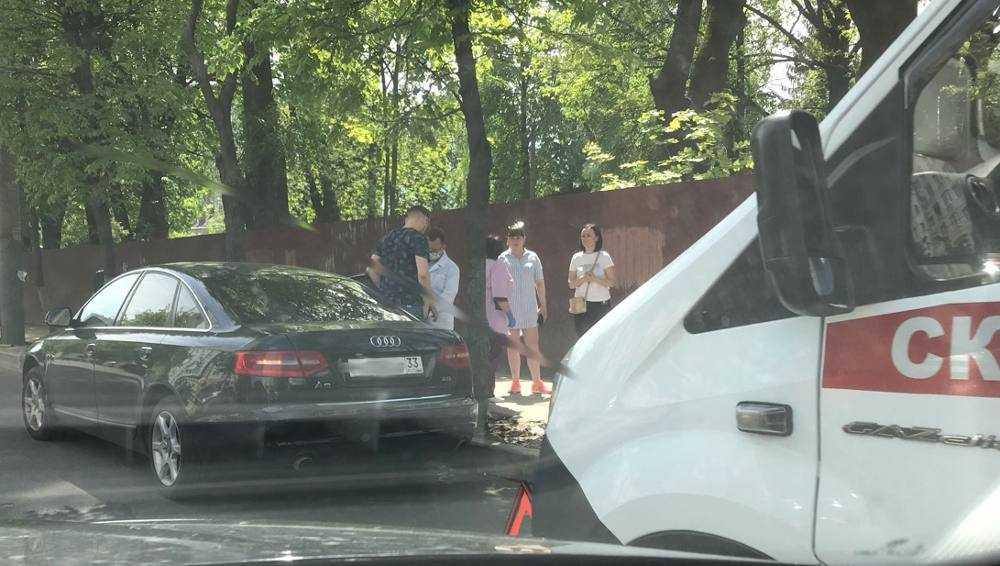 В Брянске возле площади Партизан автомобилист сбил пешехода