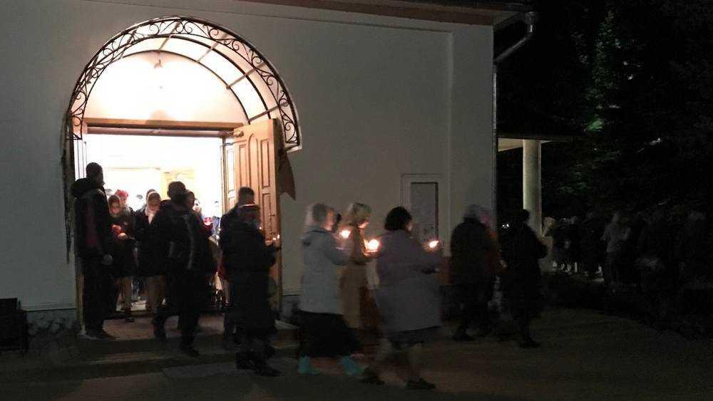 В Брянской области под дождем завершилось празднование Пасхи
