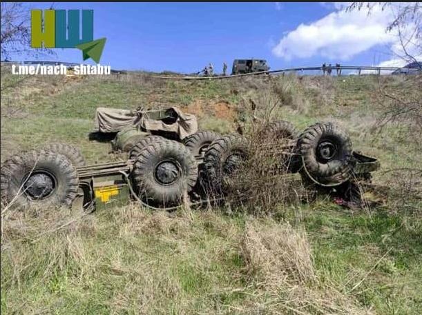 Украинская машина системы залпового огня перевернулась на дороге