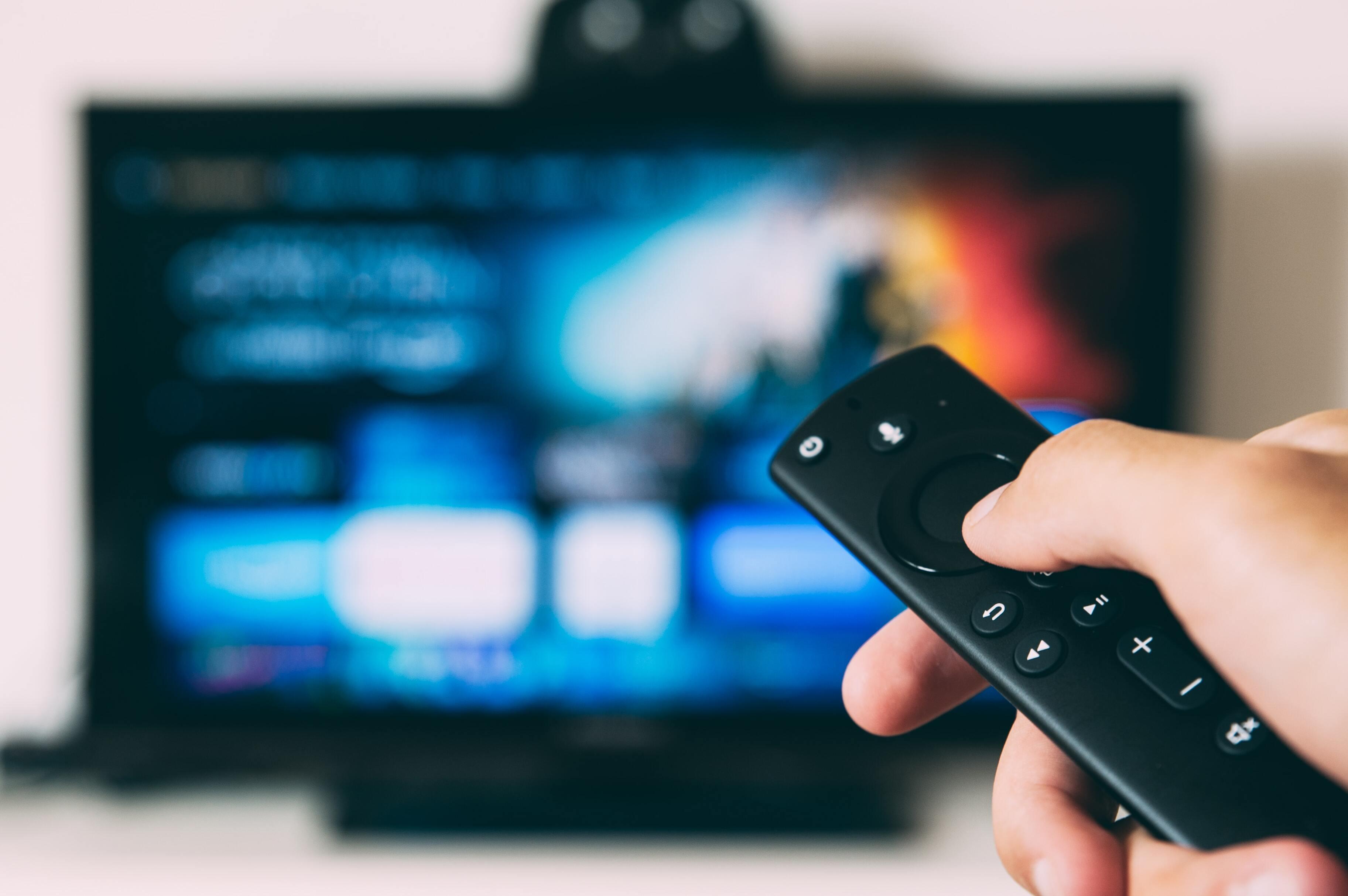 Исследование показало, сколько россиян используют телевизор не по назначению
