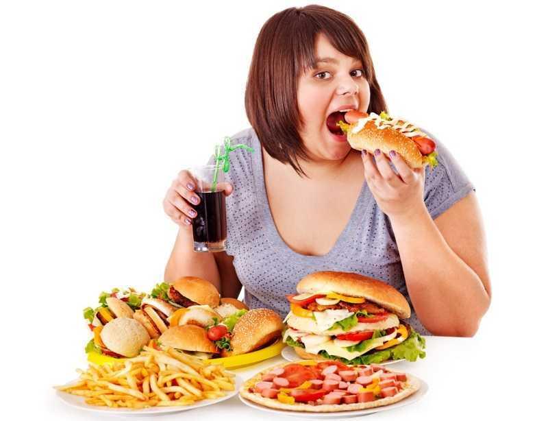 Врач назвал определяемый при приёме пищи признак рака
