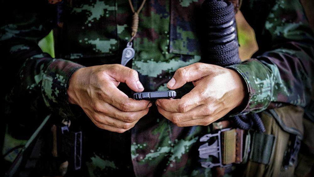 Для российских военных создадут специальные смартфоны и приложения