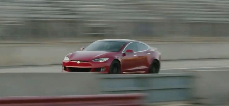 Разгон самого быстрого автомобиля Tesla от 0 до 100 км/ч за 2 секунды попал на видео