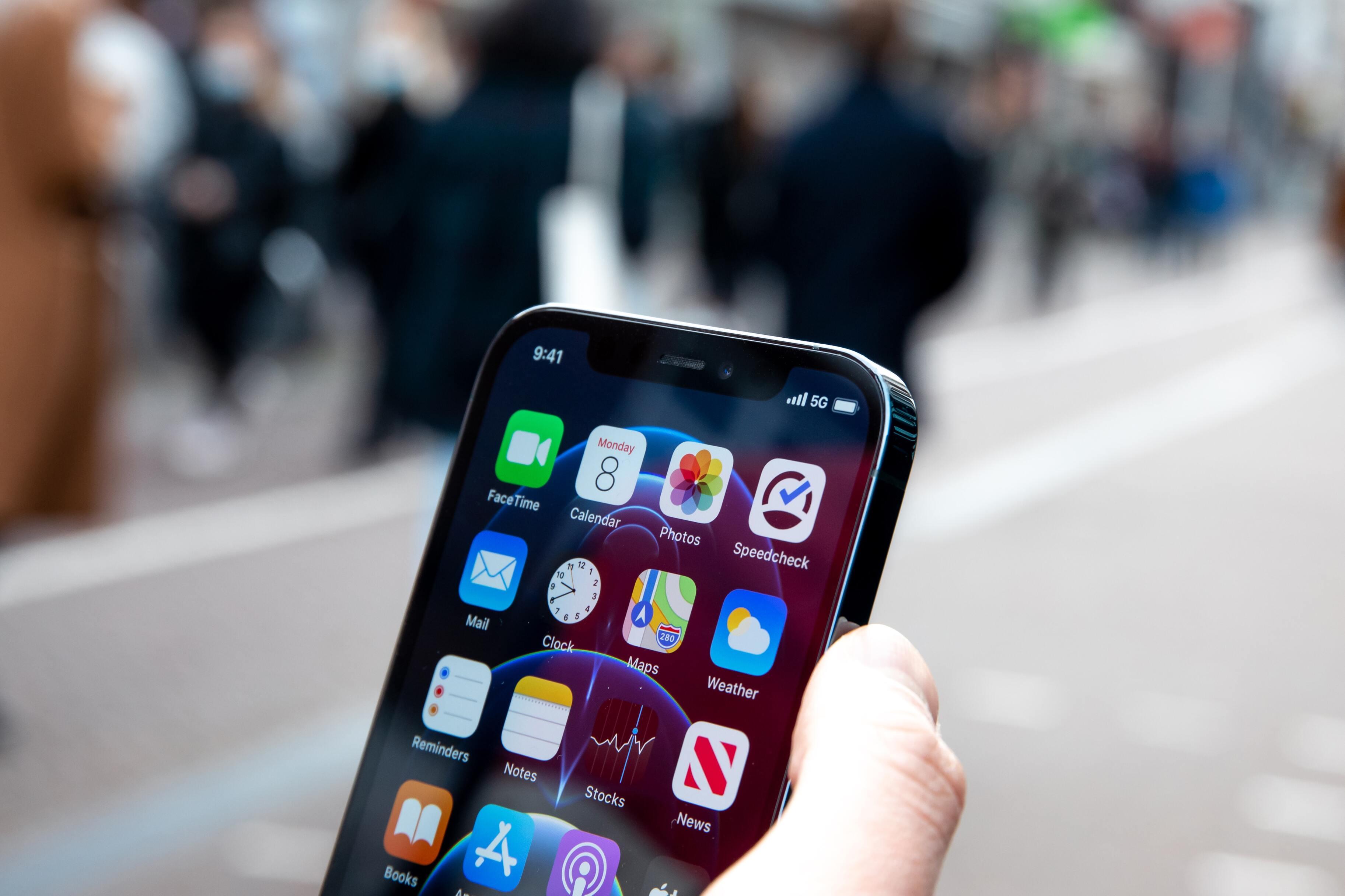 Задержка выхода новых iPhone оказалась полезна для Apple