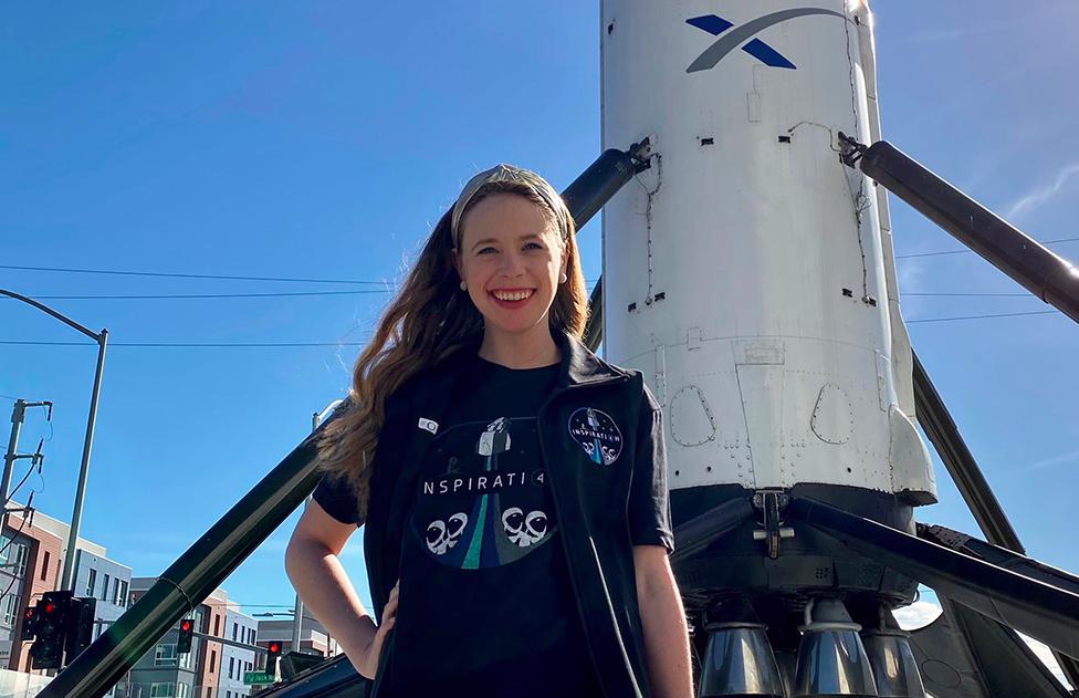 Пережившая рак костей девушка бесплатно отправится в космос