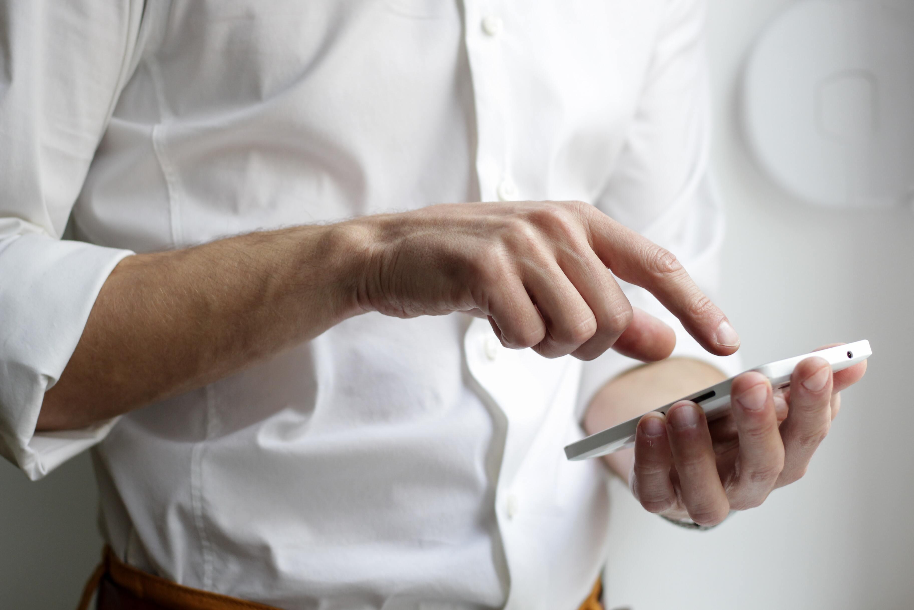Россиянам рассказали, что не стоит хранить в смартфоне