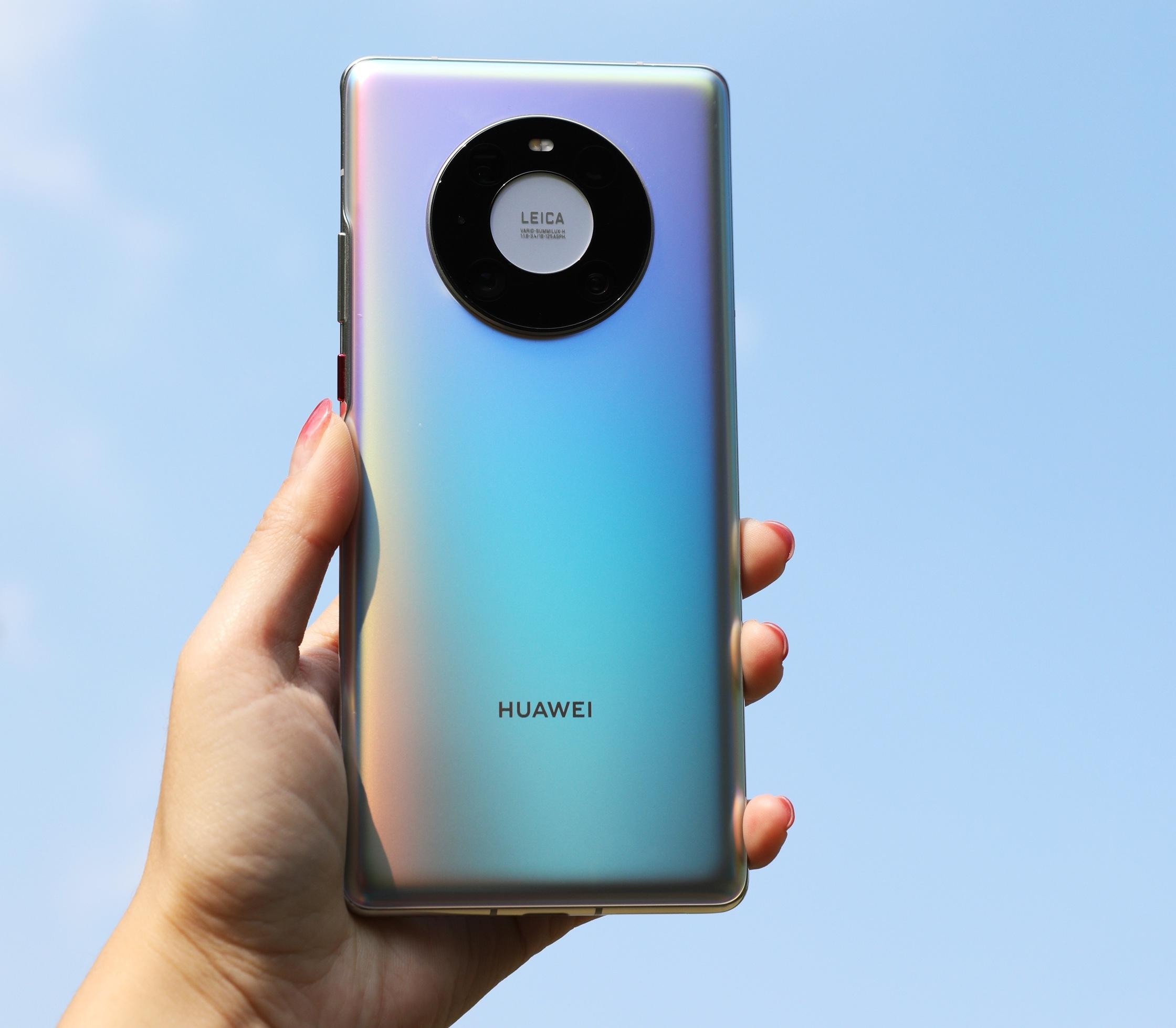 Huawei уберет зарядку из комплекта Mate 40 Pro