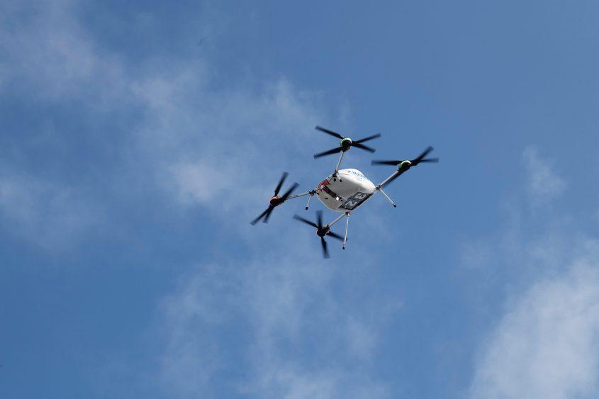 Samsung начала доставлять смартфоны при помощи дронов