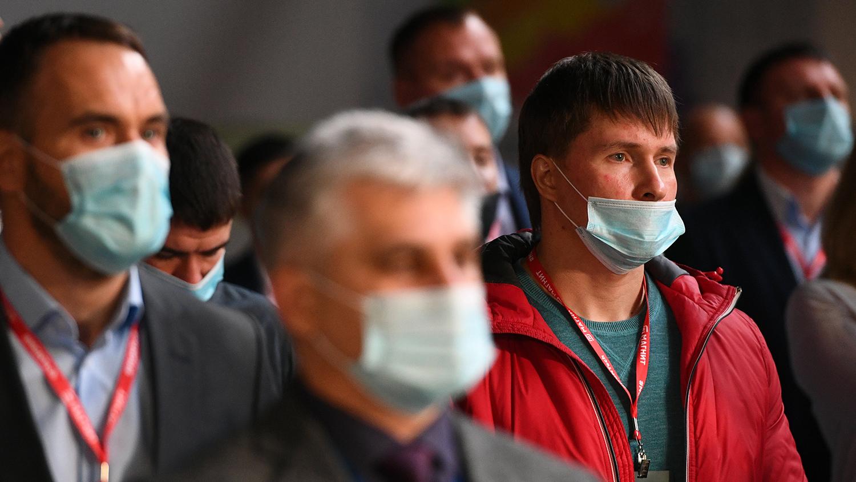 Россиянам назвали условие для отказа от масочного режима
