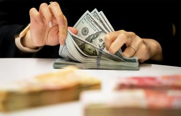 Минфин РФ в течение месяца избавится от доллара в ФНБ - Силуанов