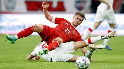 Россия и Польша обменялись ударами // Контрольный матч участников чемпионата Европы завершился боевой ничьей