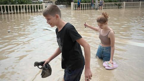 Расшумелись летние дожди // Регионы подсчитывают ущерб от погоды