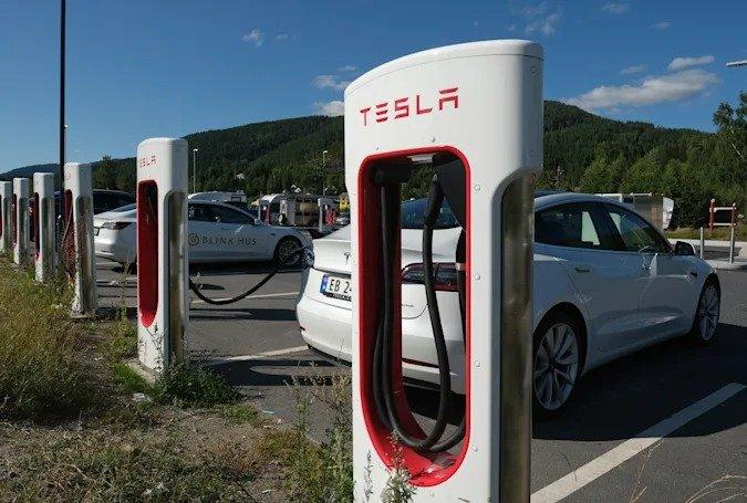 Tesla оштрафовали в Норвегии за уменьшение ёмкости аккумулятора и скорости зарядки