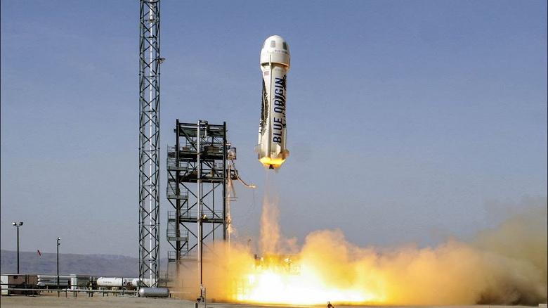 Самый богатый человек в мире, Джефф Безос, первым полетит в космос на корабле New Shepard вместе со своим братом