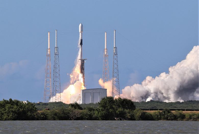 SpaceX впервые повторно использовала ракету Falcon 9 для запуска военного спутника США