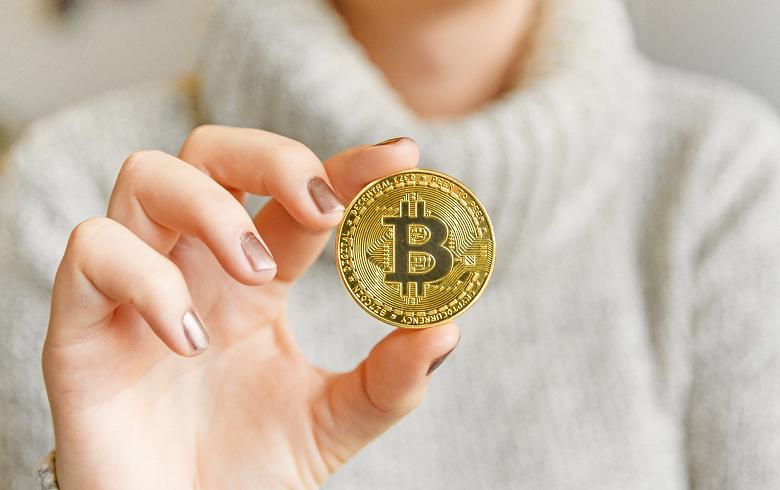Bitcoin начал неделю с падения