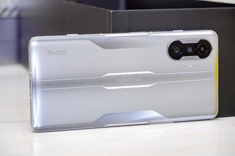 Новый смартфон Redmi сразу же стал бестселлером: продано 100 000 телефонов за минуту