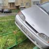 Омичи массово оставляют свои машины на газонах