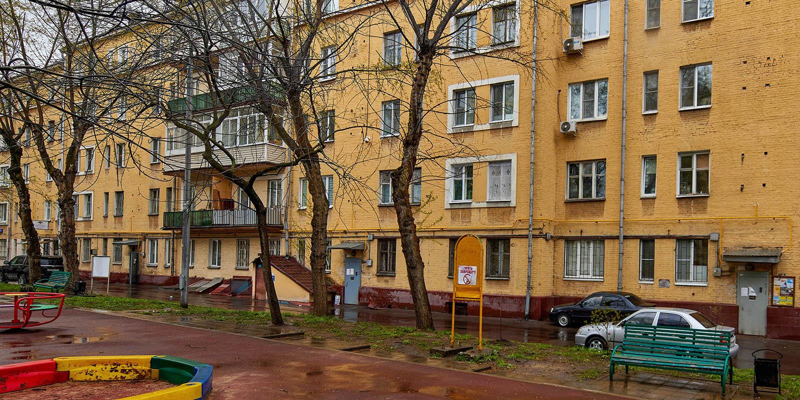 Фасад исторического дома на 1-й Дубровской улице ждет обновление