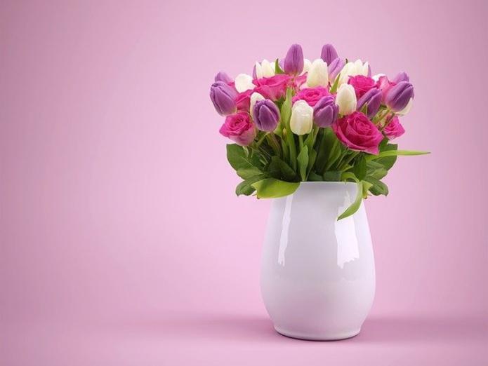 Вирусолог оценил риск заражения COVID-19 через букет цветов