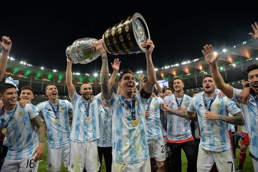Месси поднял над головой трофей Кубка Америки. Видео награждения аргентинцев