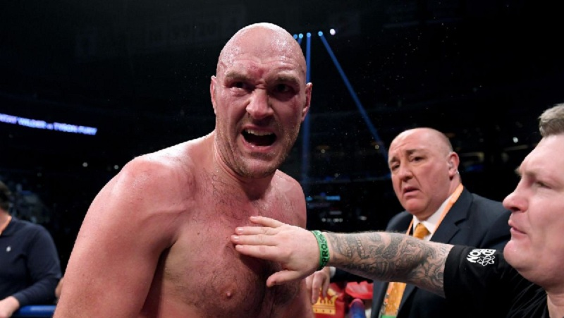 Фьюри предложил Джошуа подраться на голых кулаках, тот пригрозил сопернику 'шлепком по лысине'
