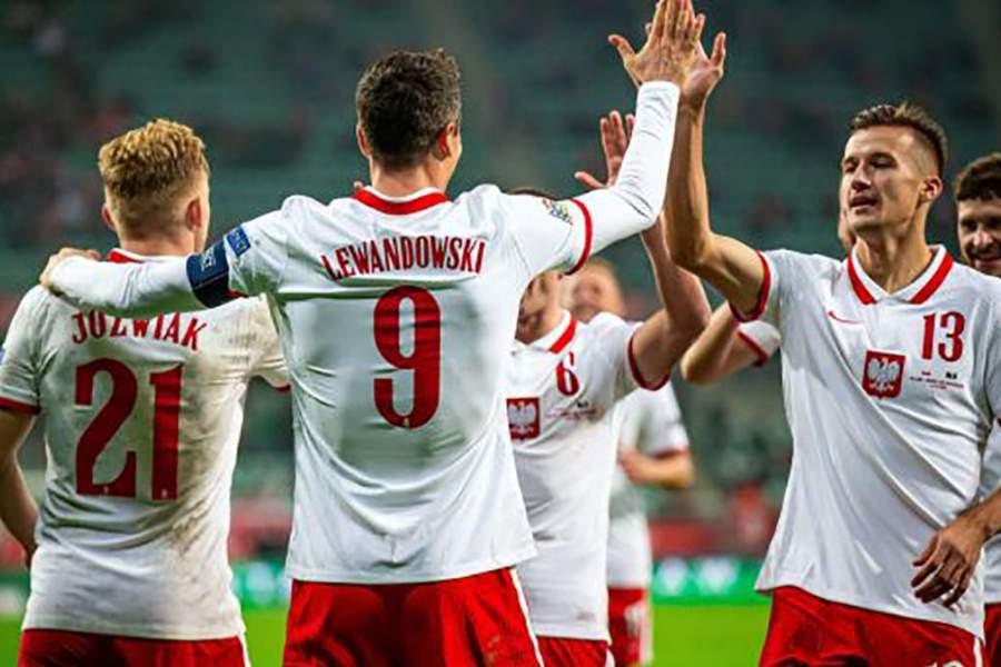 Лучший бомбардир сезона, новый тренер и самый молодой игрок Евро: представление сборной Польши