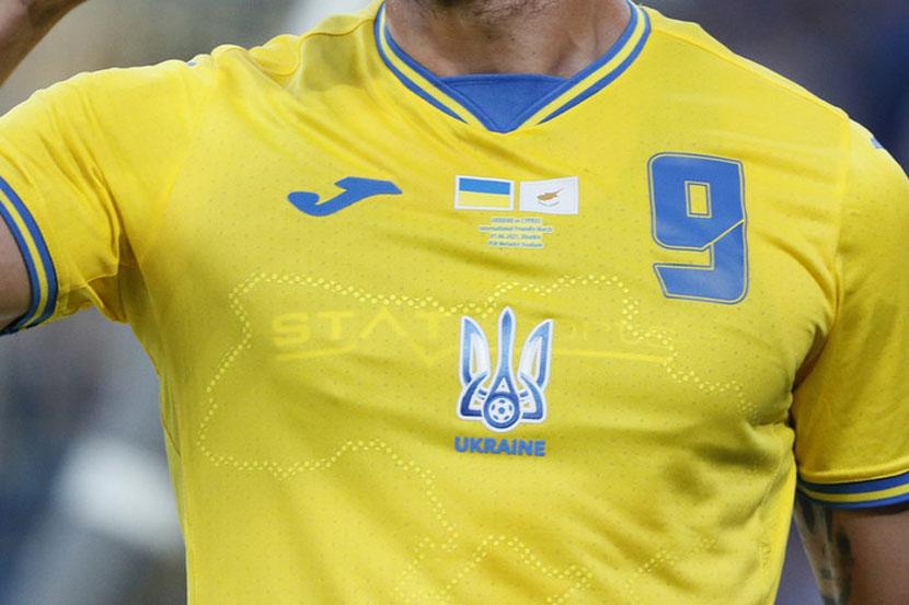 УЕФА призвал сборную Украины убрать слоган 'Героям слава' с игровой формы