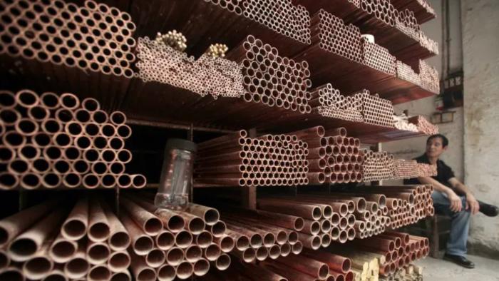 Китай обещает продать запасы металлов, чтобы ...