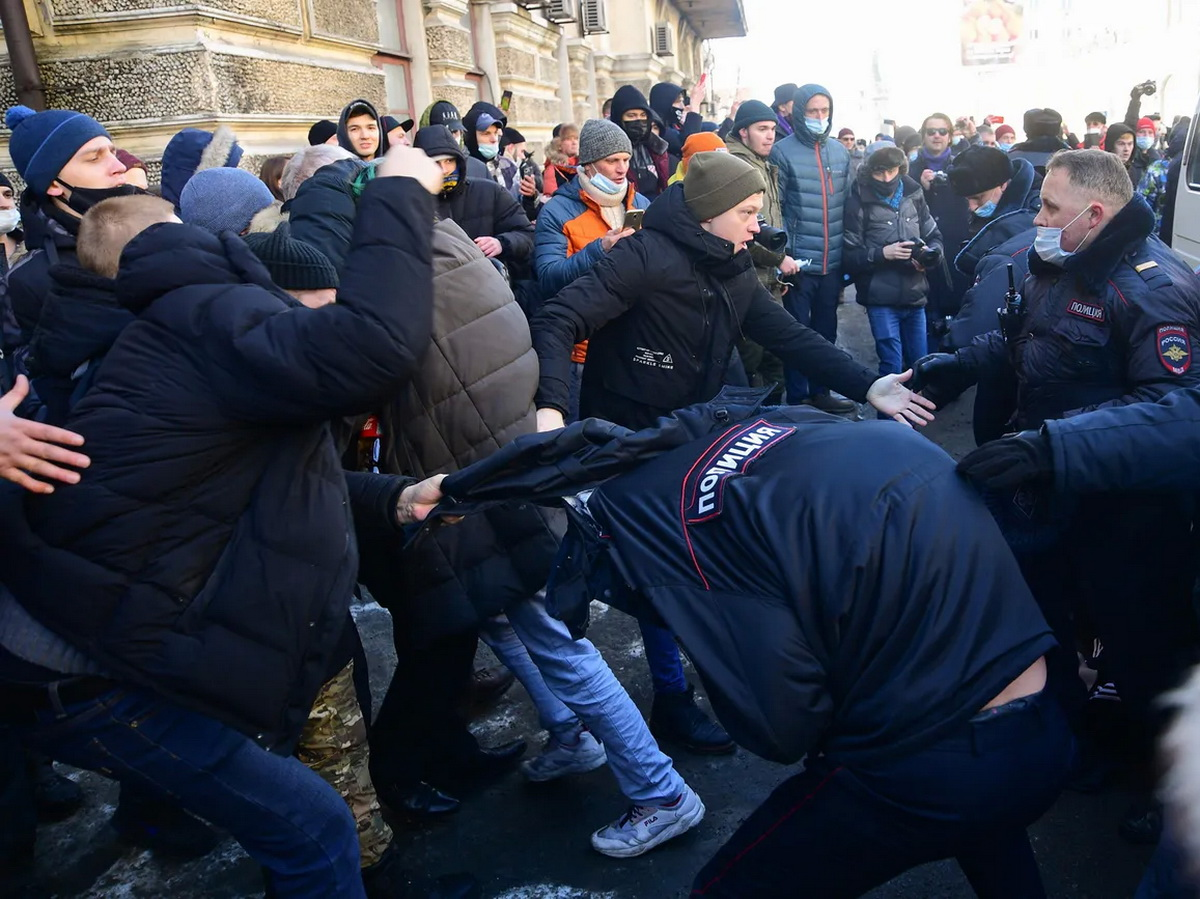 В России прошли акции в поддержку Навального: десятки задержанных