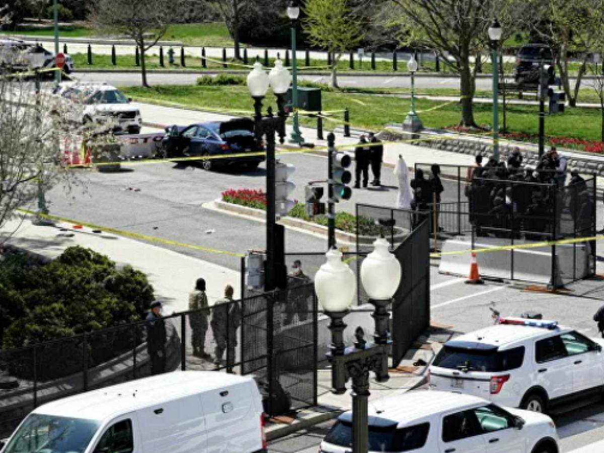 Стрельба у Капитолия: автомобиль врезался в полицейских у конгресса США