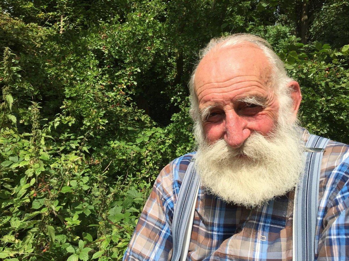 84-летний британец с уникальным голосом стал интернет-звездой