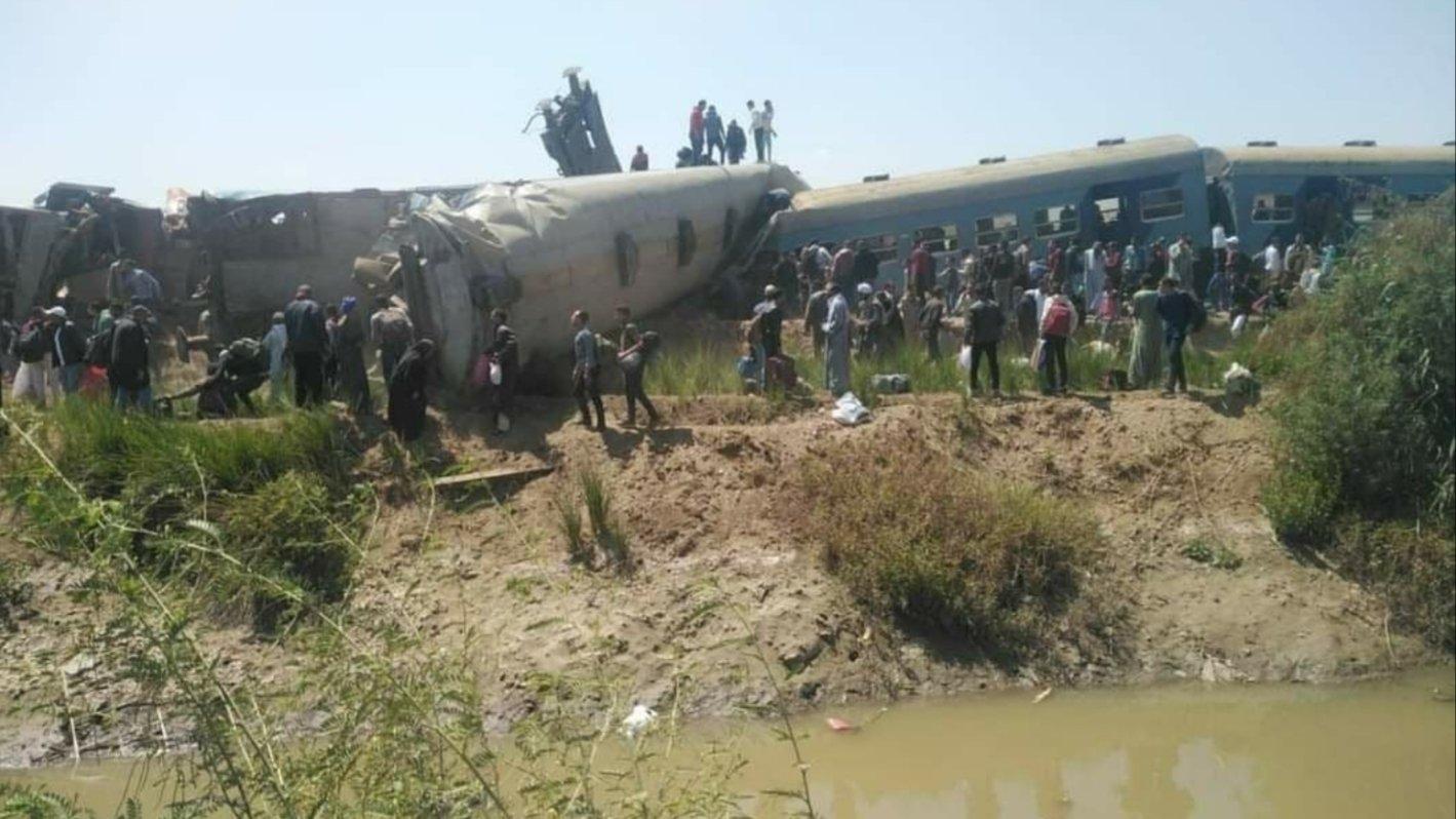 Момент столкновения поездов в Египте, где погибли 32 человека, попал на видео