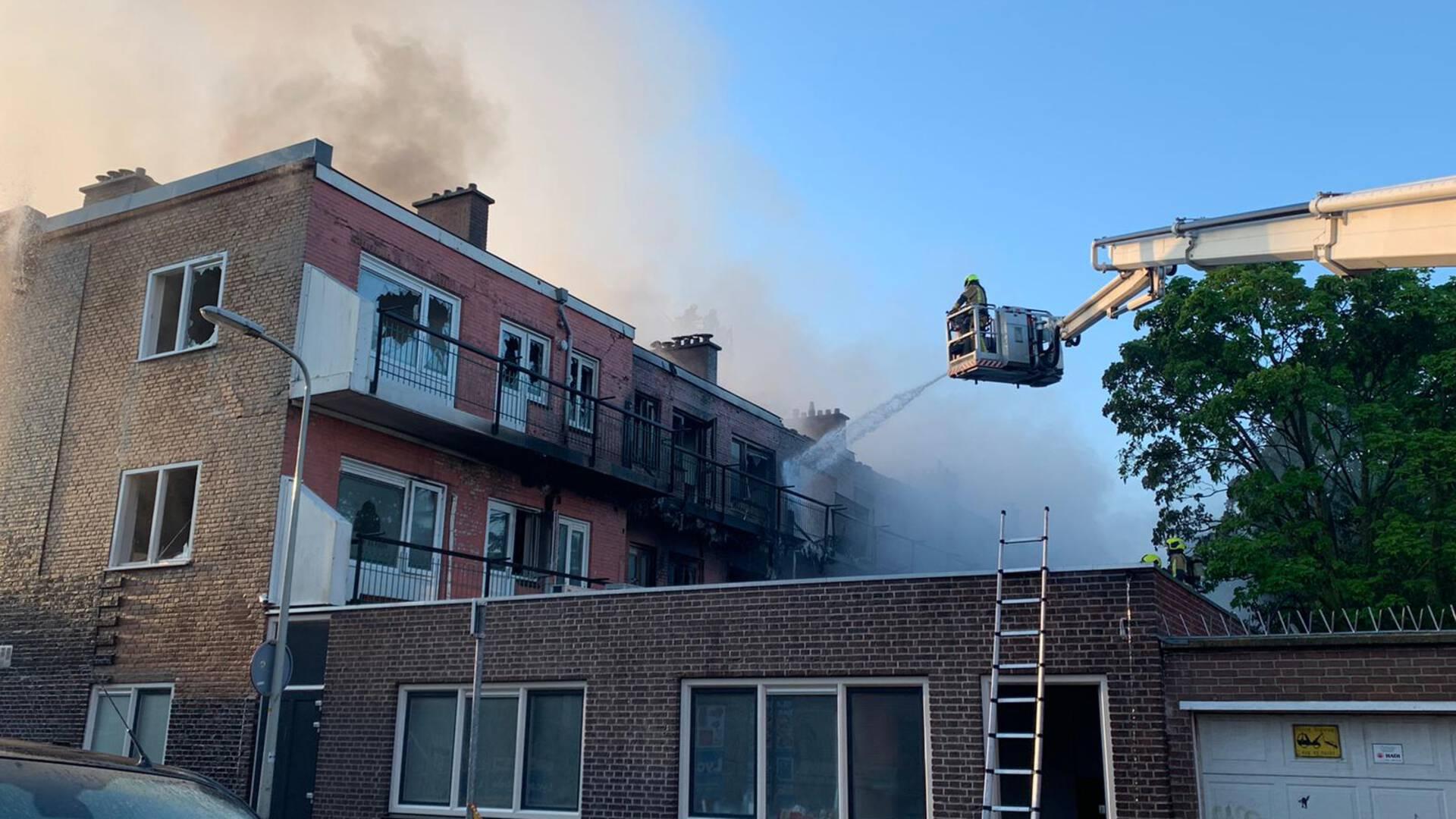 Мощный пожар охватил жилой комплекс и мечеть в Гааге — видео