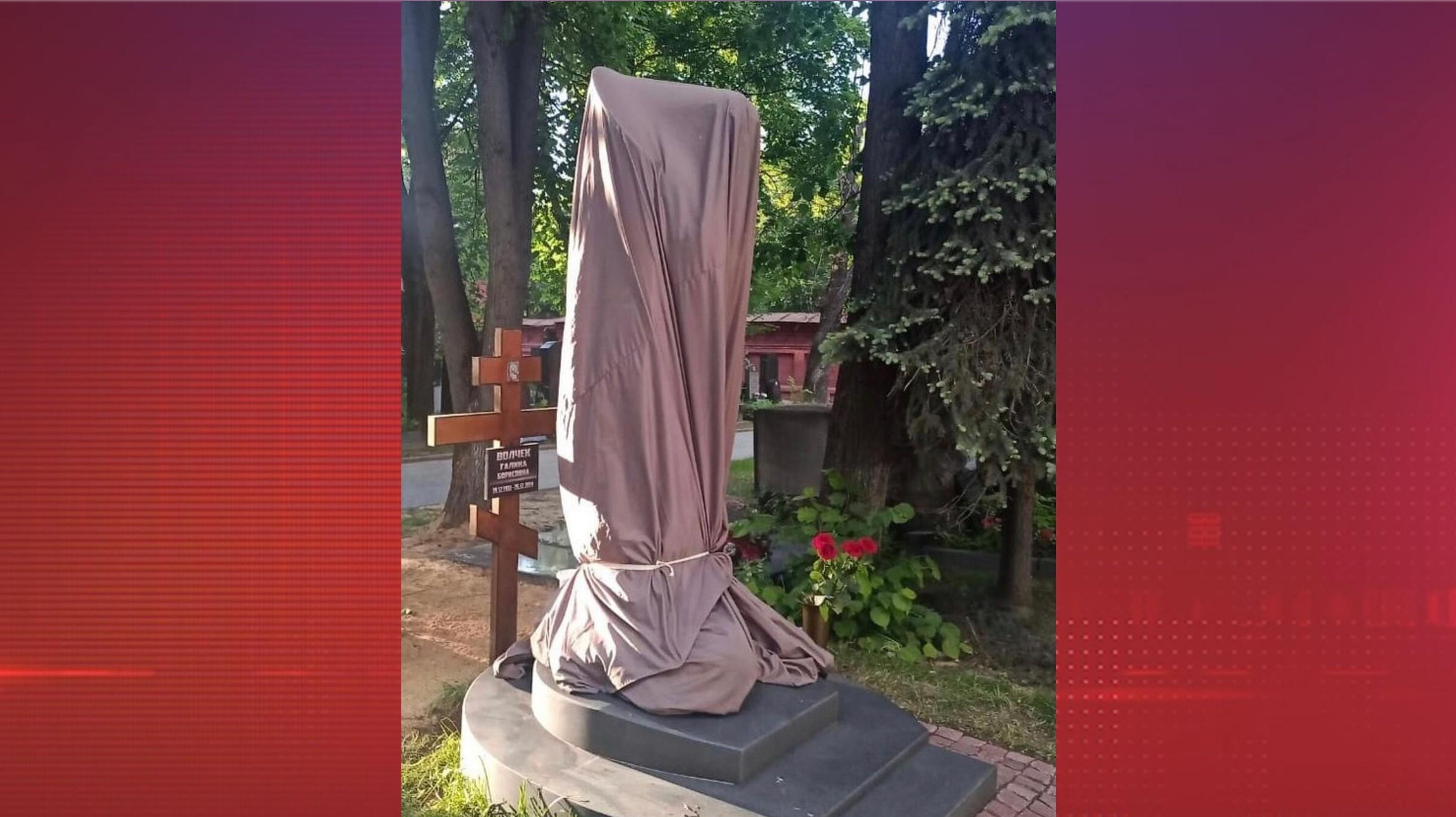 «Раз стоит — значит, так надо» — Лена Миро о скандале с памятником Галины Волчек