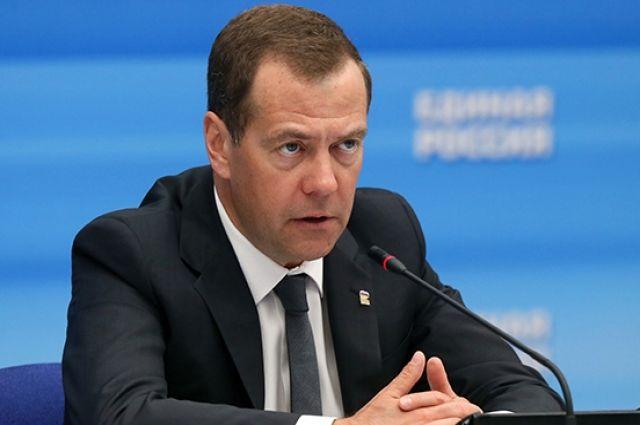 Медведев сделал прививку от коронавируса