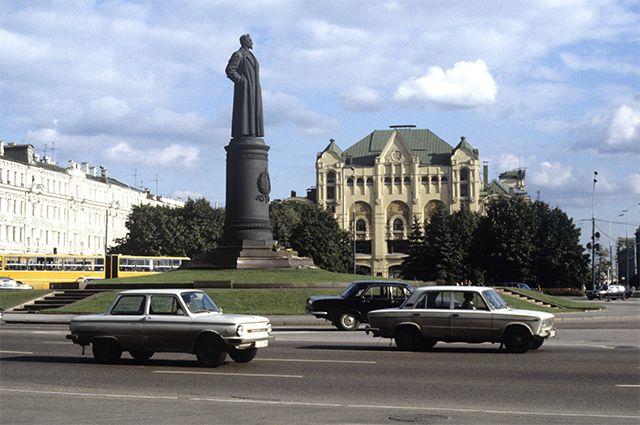 Монументальный вопрос. Надо ли возвращать на Лубянку памятник Дзержинскому?