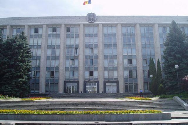 КС Молдавии запретил перестановки в кабмине, работающем в статусе и.о.
