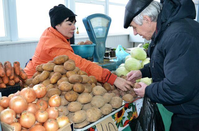 В Минфине пояснили предложение ужесточить контроль за продавцами на рынках