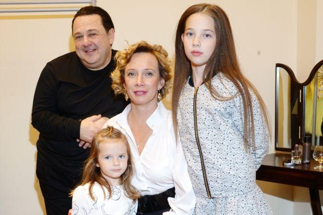 Шесть жен и долгожданное отцовство. Как сегодня живет Игорь Саруханов