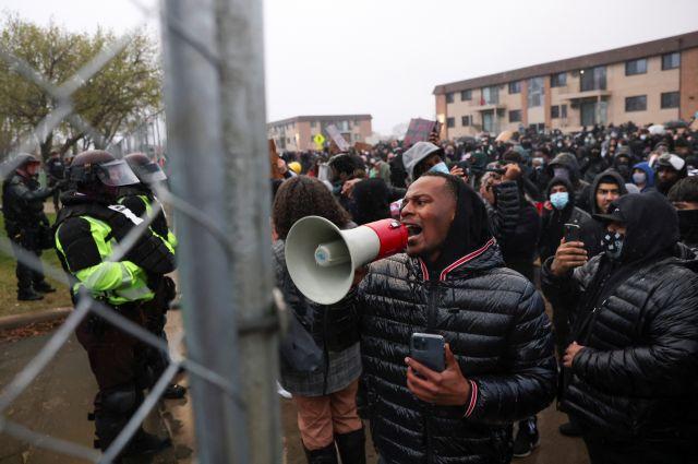 В Миннесоте продолжаются протесты после смерти афроамериканца Райта