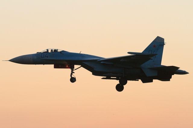Истребители Су-27 Балтфлота провели учебный бой