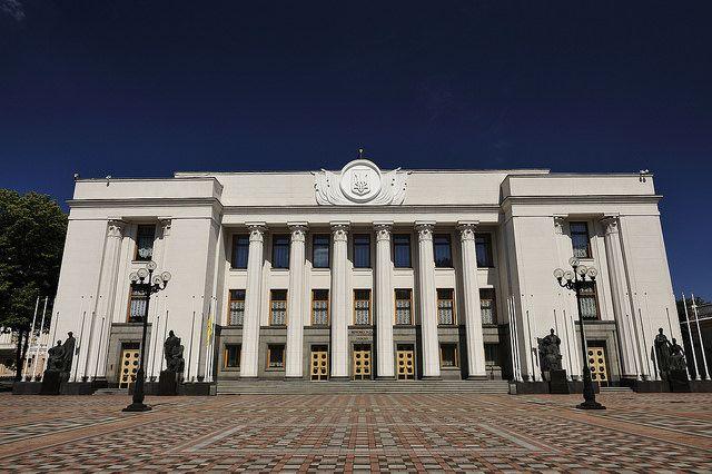 Депутаты Рады устроили потасовку на заседании