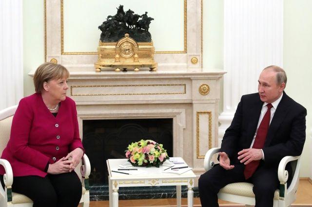 Путин вновь выразил Меркель соболезнования после наводнений на западе ФРГ