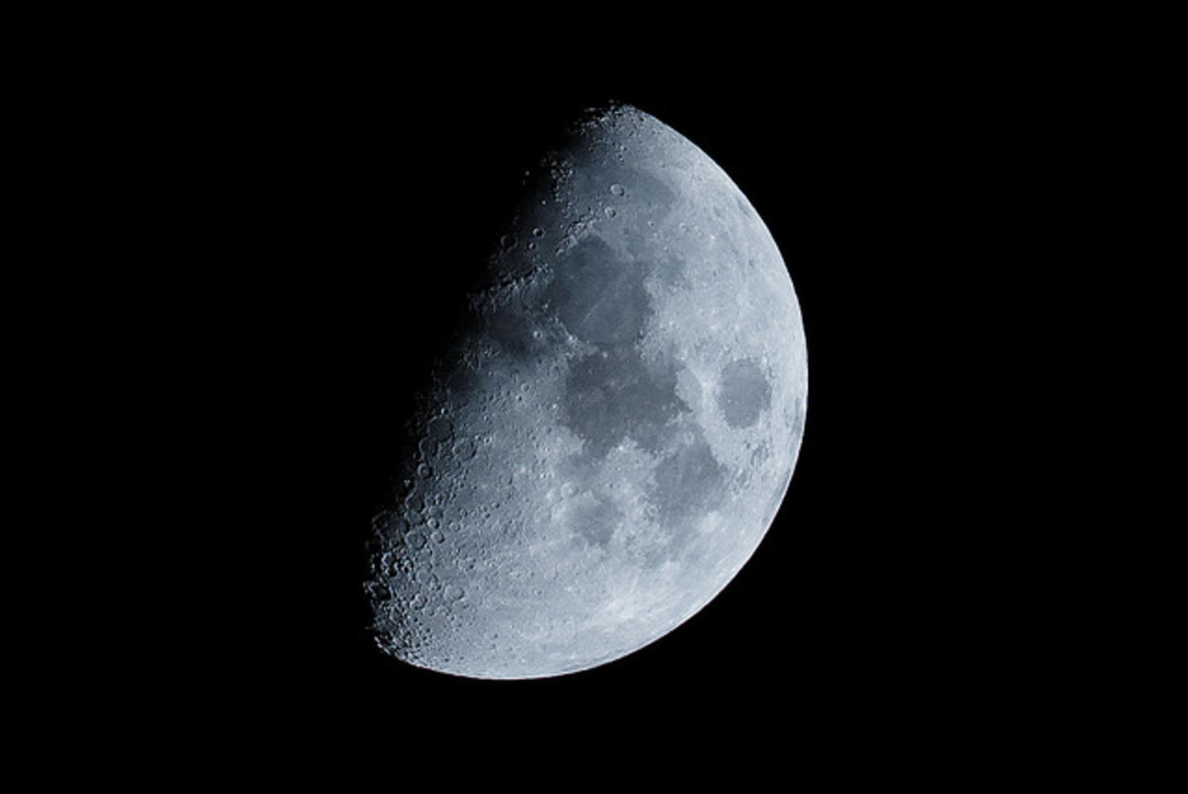 Новый пилотируемый корабль «Орел» будет способен летать вокруг Луны до полугода